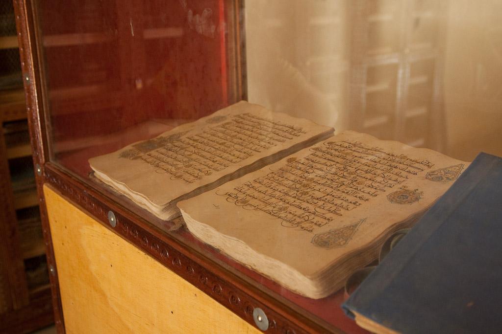 Libro Coran escrito en Oro