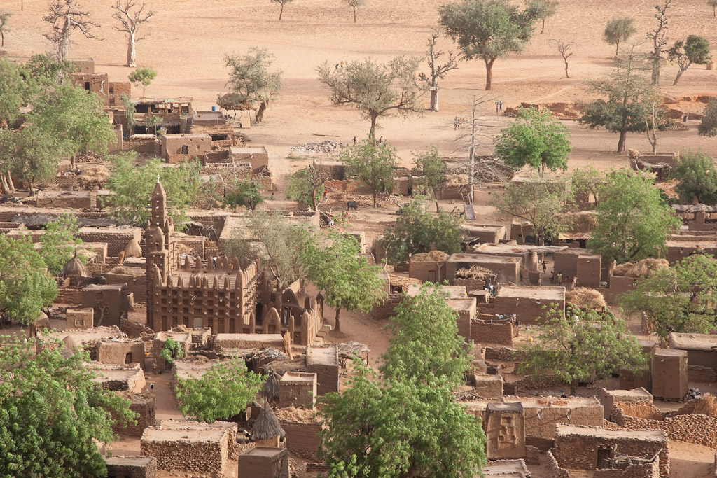 Vista del pueblo de Teli desde la falla.